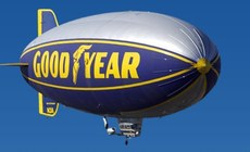 Goodyear_blimp_2